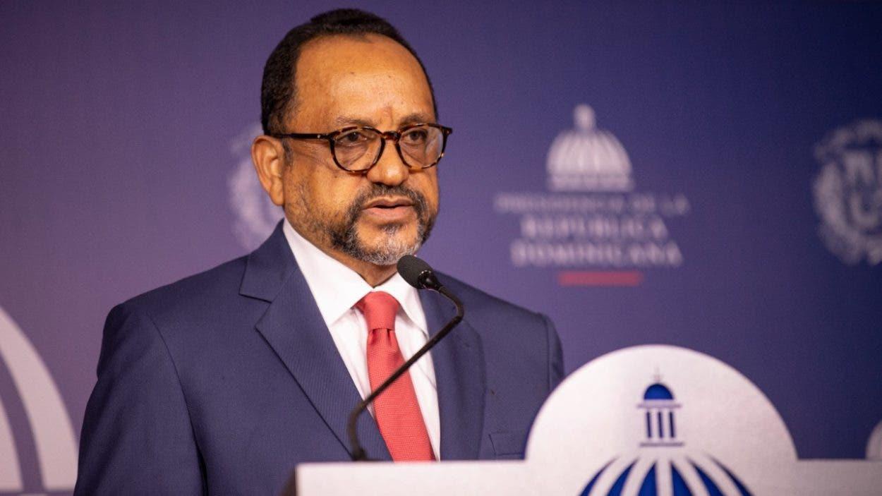 Abinader recibe proyecto de Reglamento de Aplicación sobre Ley de la PN