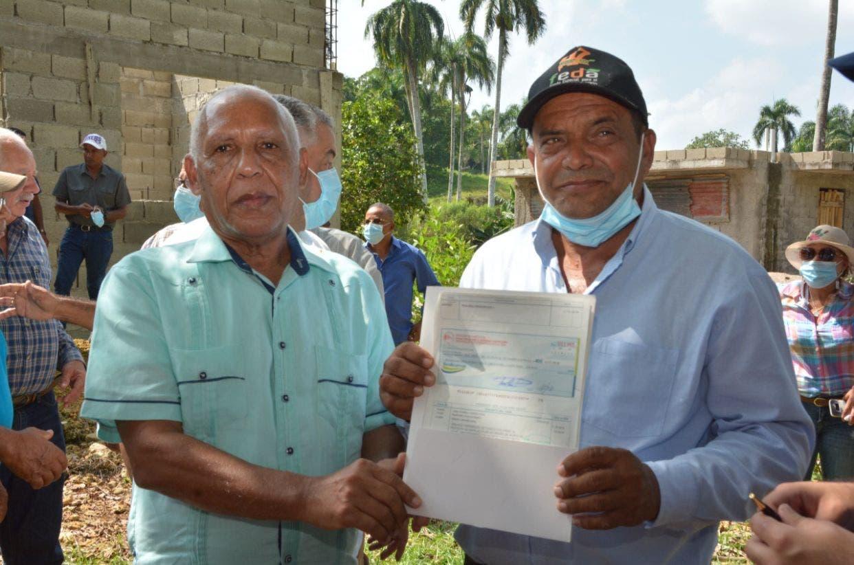 FEDA entrega seis millones de pesos a ganaderos