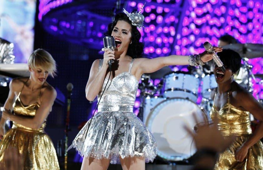Trajes de BTS y vestido de Katy Perry a subasta benéfica