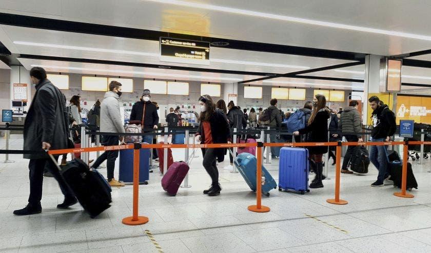 EE.UU. aceptará entrada viajeros con mezcla dosis vacunas