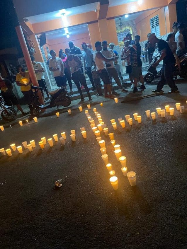Encienden velas por muerte de hombre a manos de raso PN