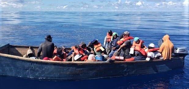 Detienen a 4 dominicanos por ingreso ilegal de 43 haitianos en PR