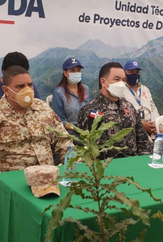 Inician reforestación de cuenca hídrica en Pedernales