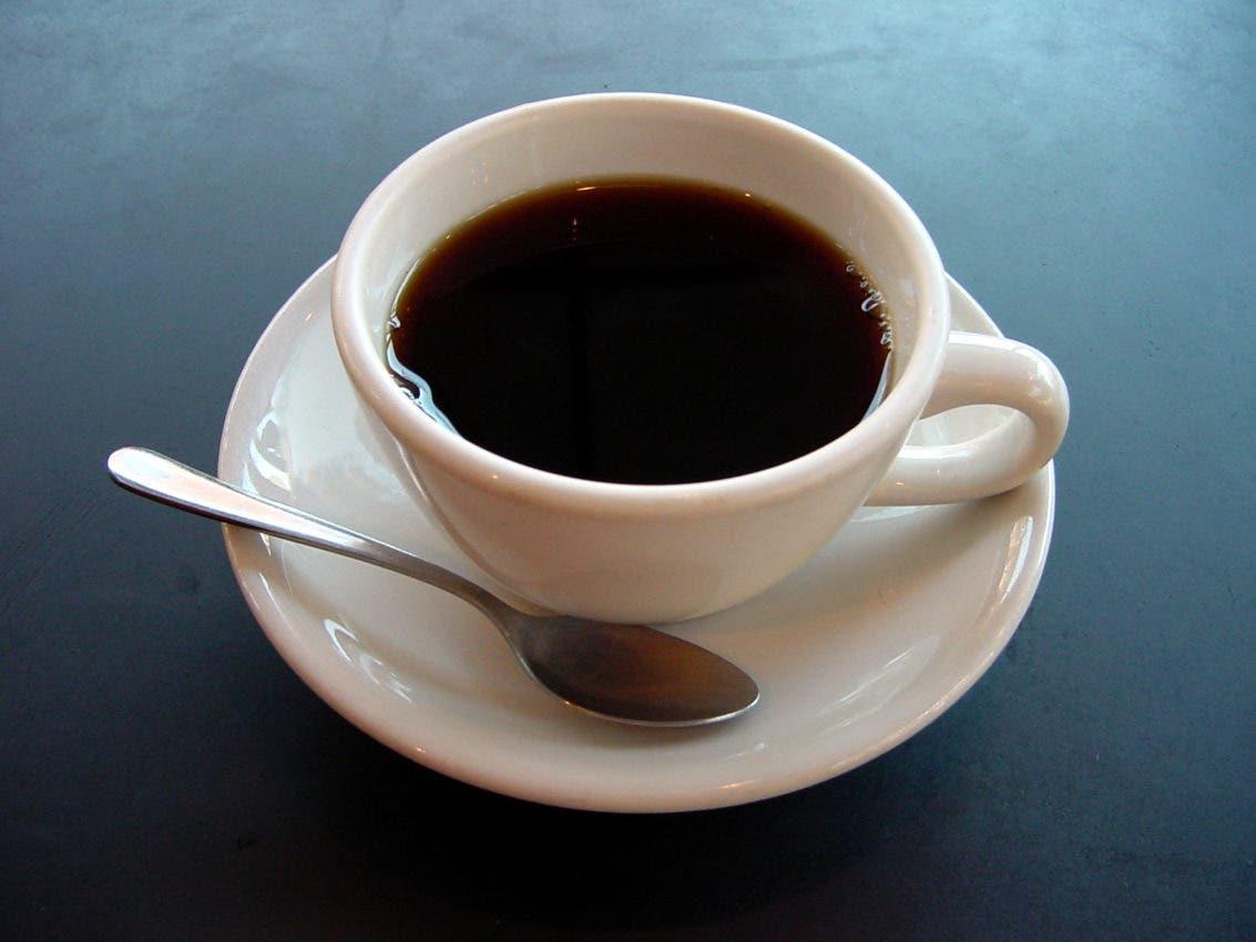 Beber más de 2 tazas de café/día reduce el 44 % la mortalidad