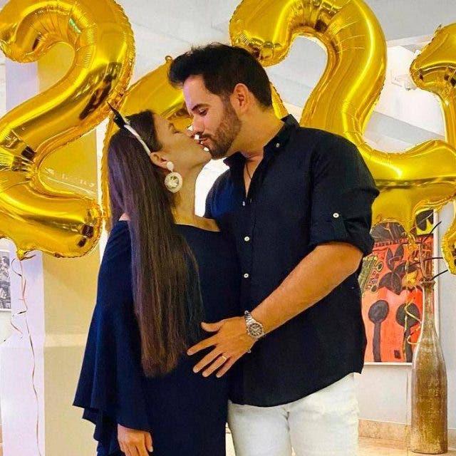 Manny Cruz informa quitarán entubación a su esposa Yeri Peguero